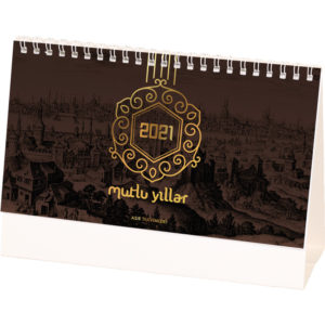 Osmanlı Desen Masa Takvimi Yaprak Ebat : 20 x 11 cm Yaprak Kağıt : 170 gr. Parlak Kuşe Taşıyıcı Ebat : 20 x 14 cm Taşıyıcı Türü :400gr. A. Bristol, Reklam Alanı: 19 x 2,5 cm