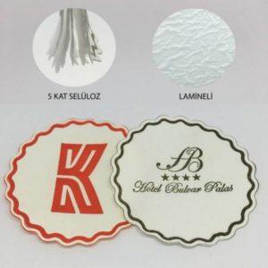 Kağıt Bardak Altlıkları•Ebat: 8x8 cm dir. Baskı : 1 Renk, İlave her renk için +60 TL klişe bedeli ilave edilmektedir. PromosyonKağıt Bardak altlık'lar selülozdan imal edilmiştir.. 5 kat dır. Minmum 5000 adet özel üretilmektedir.